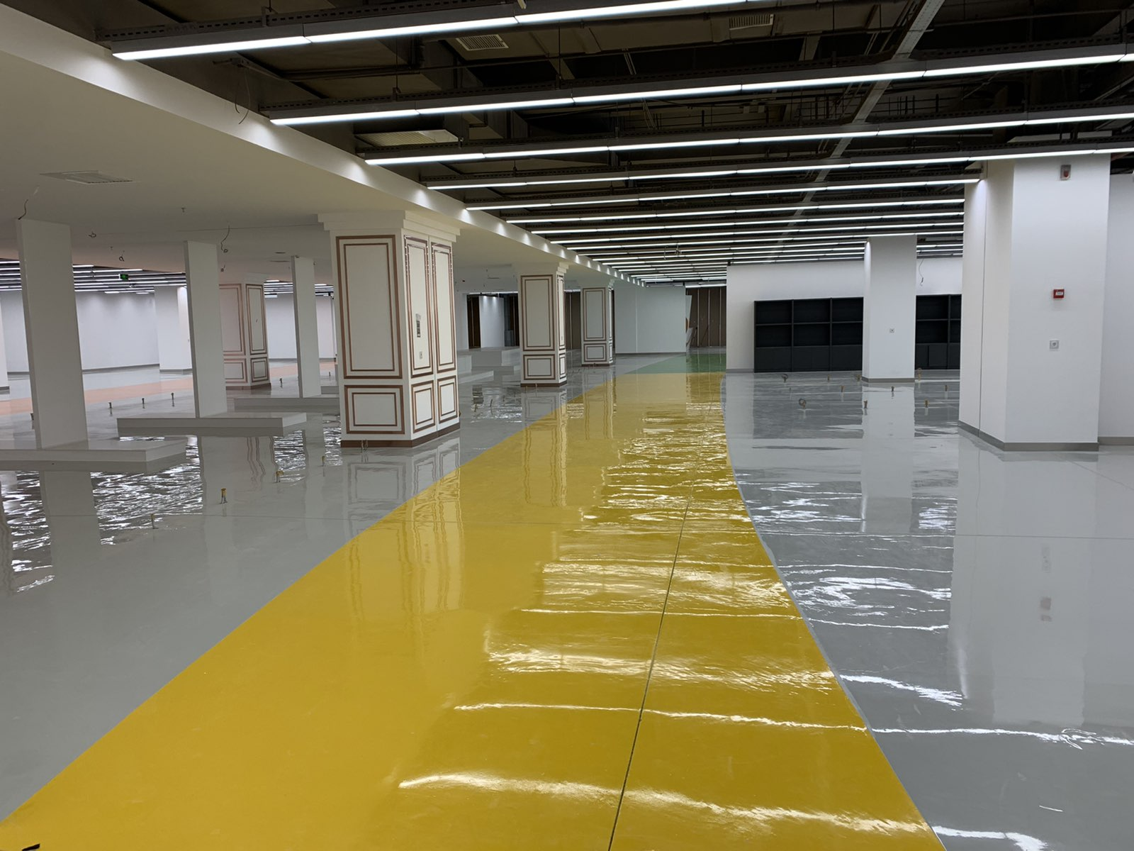 Mega Shopping Center on the Tbilisi Sea Hualing, 10 000 m2 epoxy concrete floor